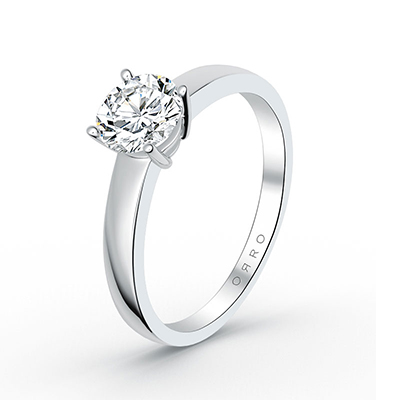 ORRO Graduated Band Four-Pronged Solitaire Ring in 18K White Gold